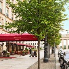 Отель Adlon Kempinski парковка