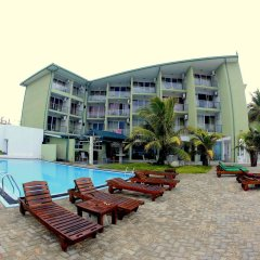 Hikkaduwa Beach Hotel бассейн