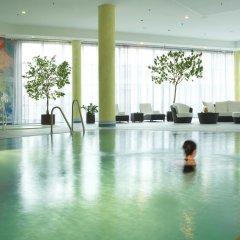 Отель Hilton Munich Airport Германия, Мюнхен - 7 отзывов об отеле, цены и фото номеров - забронировать отель Hilton Munich Airport онлайн бассейн фото 2