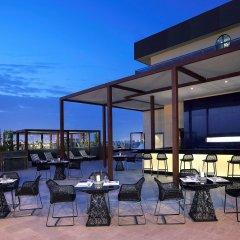 Отель Pullman Dubai Creek City Centre Residences бассейн