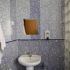 Отель Hostal La Casa de La Plaza Испания, Мадрид - отзывы, цены и фото номеров - забронировать отель Hostal La Casa de La Plaza онлайн ванная