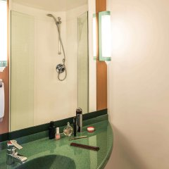 Отель Ibis Amsterdam City Stopera Нидерланды, Амстердам - отзывы, цены и фото номеров - забронировать отель Ibis Amsterdam City Stopera онлайн ванная