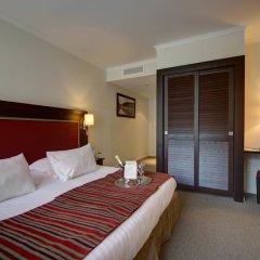 Отель Najeti Hôtel du Golf сейф в номере