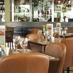 Отель Premier Inn London Hampstead гостиничный бар