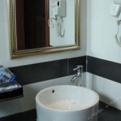 Отель Lotus Business Hostel Китай, Джиангме - отзывы, цены и фото номеров - забронировать отель Lotus Business Hostel онлайн ванная фото 2