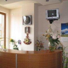 Отель Family Hotel Denica Болгария, Аврен - отзывы, цены и фото номеров - забронировать отель Family Hotel Denica онлайн интерьер отеля фото 2