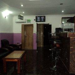 Отель Nue-Crest Hotels And Suites Нигерия, Энугу - отзывы, цены и фото номеров - забронировать отель Nue-Crest Hotels And Suites онлайн гостиничный бар