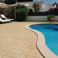 Отель Dunas Douradas Beach Villa by Rentals in Algarve бассейн