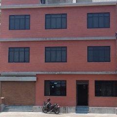 Отель Seven Steps Guest House Непал, Лумбини - отзывы, цены и фото номеров - забронировать отель Seven Steps Guest House онлайн парковка
