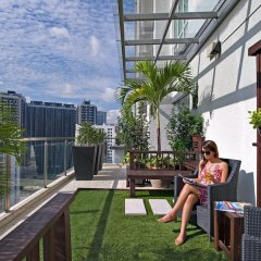 Отель Fraser Place Kuala Lumpur Малайзия, Куала-Лумпур - 2 отзыва об отеле, цены и фото номеров - забронировать отель Fraser Place Kuala Lumpur онлайн балкон