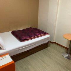Отель Plus Motel сейф в номере