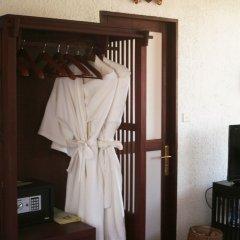 Отель ViewPoint Lodge & Fine Cuisines сейф в номере