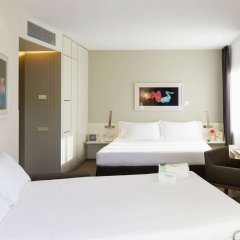 Sercotel Amister Art Hotel сейф в номере