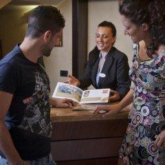 Отель Fra I Pini Италия, Римини - отзывы, цены и фото номеров - забронировать отель Fra I Pini онлайн интерьер отеля фото 2