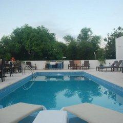 Отель E&J Boutique Residences бассейн
