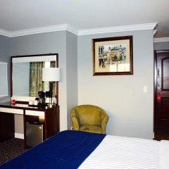 Отель The Deluxe Hotel Vancouver Канада, Ванкувер - отзывы, цены и фото номеров - забронировать отель The Deluxe Hotel Vancouver онлайн удобства в номере фото 2