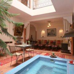 Отель Riad De La Semaine бассейн