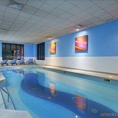 Отель Novotel London Stansted Airport бассейн