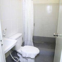 Отель Makati International Inns Филиппины, Макати - 1 отзыв об отеле, цены и фото номеров - забронировать отель Makati International Inns онлайн ванная фото 2