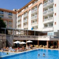 Hotel Canyamel Classic бассейн