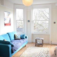 Апартаменты 1 Bedroom Apartment With Beautiful Views in Hampstead комната для гостей фото 4