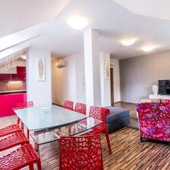 Апартаменты Centrum Apartments Podoli комната для гостей фото 4