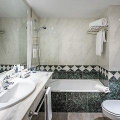 Отель TRYP Madrid Chamartin ванная фото 2