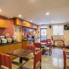 Отель Comfort Inn JFK Airport США, Нью-Йорк - 1 отзыв об отеле, цены и фото номеров - забронировать отель Comfort Inn JFK Airport онлайн питание фото 3