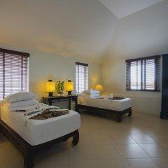 Отель Beach Front Luxury Villa Hai Leng Таиланд, пляж Панва - отзывы, цены и фото номеров - забронировать отель Beach Front Luxury Villa Hai Leng онлайн комната для гостей фото 3