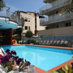 Hotel Universo Римини бассейн фото 2