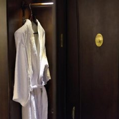 Paradise Suites Hotel сейф в номере