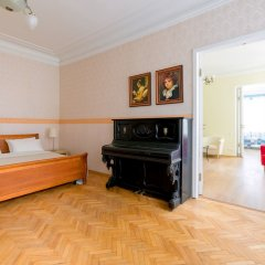 Отель City of Rivers Near Hermitage 4 Rooms Санкт-Петербург комната для гостей фото 3