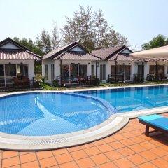 Отель Sea Breeze Resort бассейн