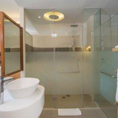 Отель Crest Resort & Pool Villas сейф в номере