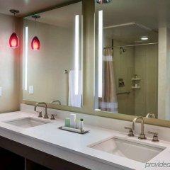 Отель Doubletree by Hilton Los Angeles Downtown США, Лос-Анджелес - 8 отзывов об отеле, цены и фото номеров - забронировать отель Doubletree by Hilton Los Angeles Downtown онлайн ванная