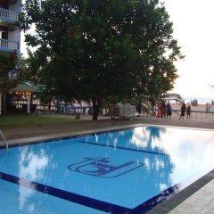 Отель Topaz Beach бассейн