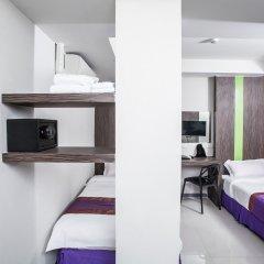 Отель Cubic Pratunam сейф в номере