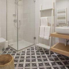 Отель Liiiving In Porto Luxury Boutique Apart Порту ванная фото 2