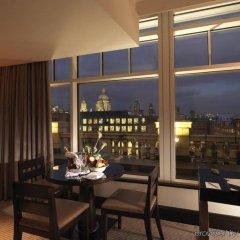 Отель Crowne Plaza London - The City Великобритания, Лондон - отзывы, цены и фото номеров - забронировать отель Crowne Plaza London - The City онлайн гостиничный бар