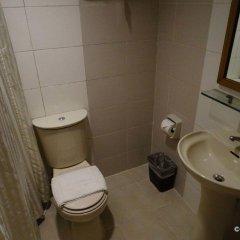 Отель Octagon Mansion Hotel Филиппины, Манила - отзывы, цены и фото номеров - забронировать отель Octagon Mansion Hotel онлайн ванная фото 2