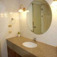 Отель Omni Tower Syncate Suites Бангкок ванная