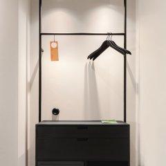 Отель Blique by Nobis сейф в номере