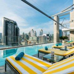 Отель AKARA Бангкок бассейн