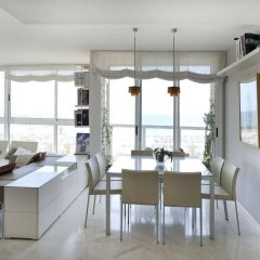 Апартаменты You Stylish Beach Apartments гостиничный бар