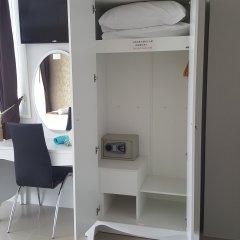 Отель Retreat By The Tree Pattaya сейф в номере
