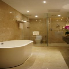 Отель Shenzhen Futian Dynasty Hotel Китай, Шэньчжэнь - отзывы, цены и фото номеров - забронировать отель Shenzhen Futian Dynasty Hotel онлайн ванная фото 2
