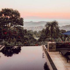 Отель Theva Residency бассейн