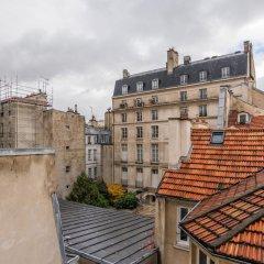 Апартаменты Le Marais - Place des Vosges Apartment балкон