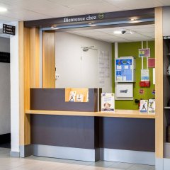 Отель B&B Hôtel Paris Châtillon банкомат