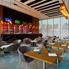 Отель Aloft Me'aisam, Dubai гостиничный бар